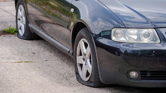 Platte Reifen eines PKW