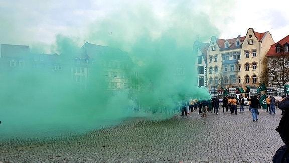 Rechtsradikale demonstrieren auf Domplatz in Erfurt