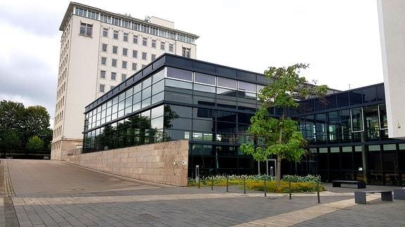 Das Plenargebäude des Thüringer Landtags in Erfurt