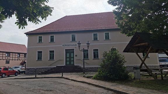 Das Bürgerhaus Olbersleben von außen.