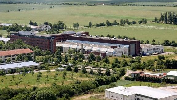 Blick auf einen Gebäude-Komplex