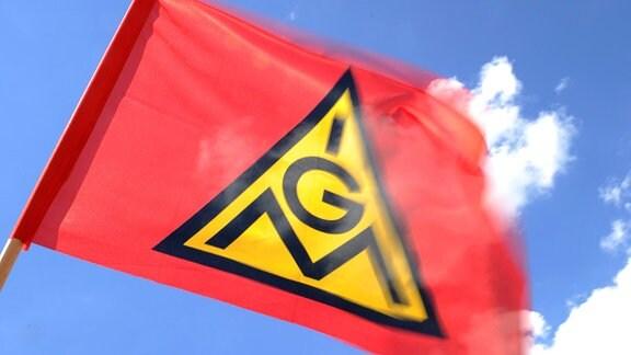 Eine Fahne der Gewerkschaft IG-Metall