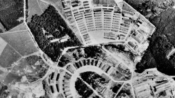 Luftaufnahme vom Konzentrationslager Buchenwald nahe Weimar vom 19.07.1945.