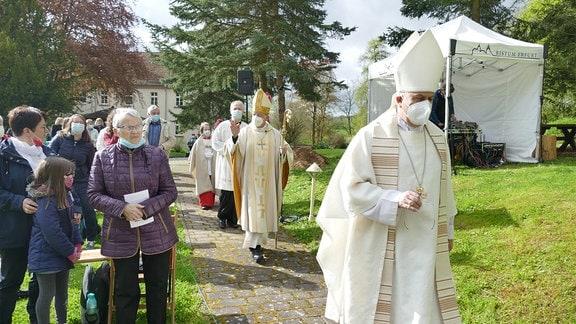 Einzug der Geistlichen.