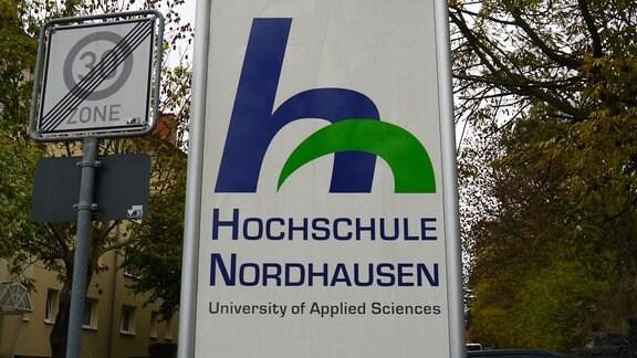 Schild der Hochschule Nordhausen.
