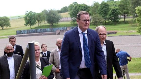 Gruppe von Personen, vorn Bodo Ramelow, Ministerpräsident von Thüringen.
