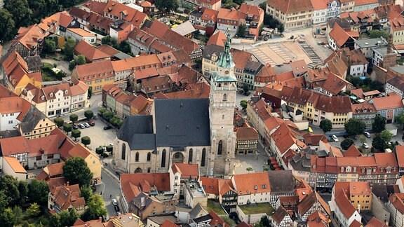 Blick auf die Innenstadt mit Marktkirche von Bad Langensalza aus der Luft