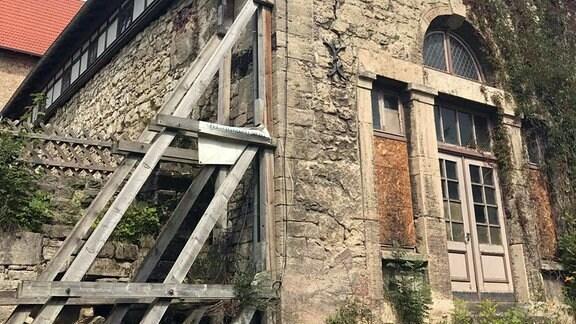 Ein alten baufälliges Gebäude.
