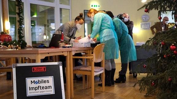 Mobiles Impfteam in einem Pflegeheim in Zeulenroda
