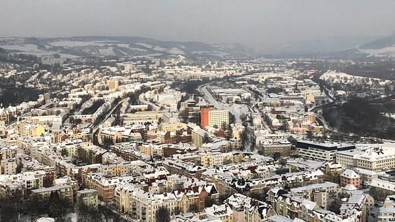 Das verschneite Jena aus der Luft betrachtet