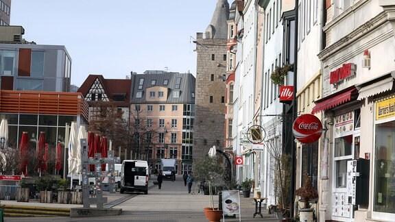 Fast menschenleer ist die Fußgängerzone im Zentrum von Jena.