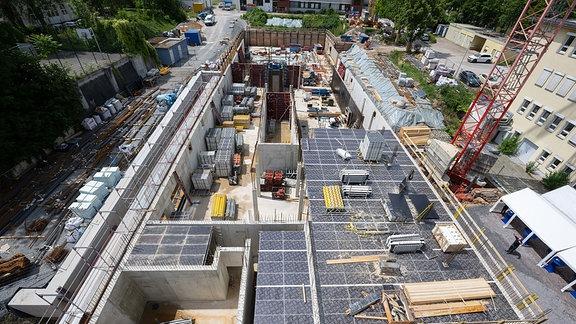 Blick von oben auf die Baustelle.