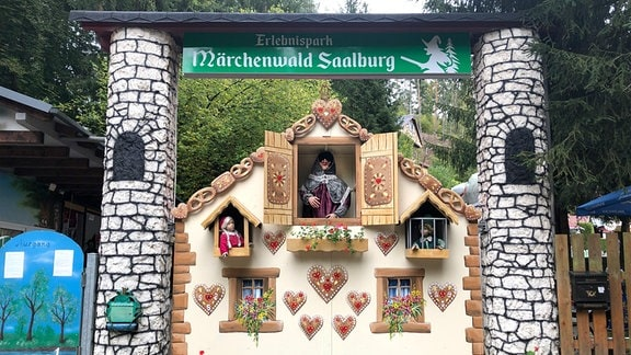 Eingangsbereich des Märchenwalds Saalburg