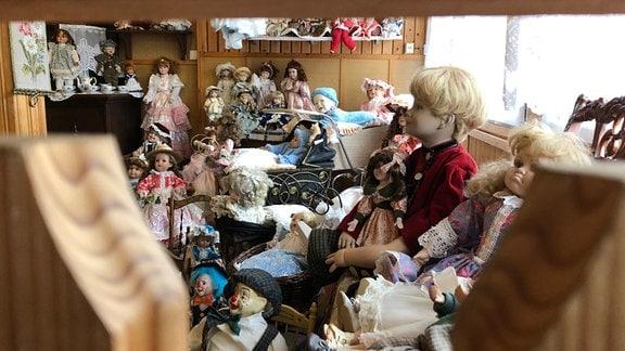 Puppen im Märchenwald Saalburg