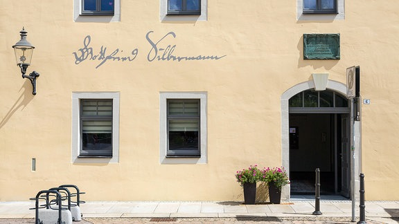 Schriftzug von Gottfried Silbermann am Silbermannhaus