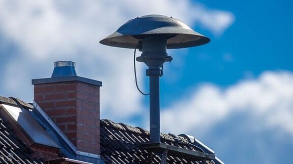 Sirene auf einem Dach