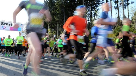 Teilnehmer des Halbmarathons beim Rennsteiglauf 2015