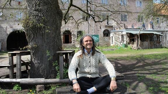 Schloss Weitersroda bei Hildburghausen und sein Besitzer, Florian Kirner.