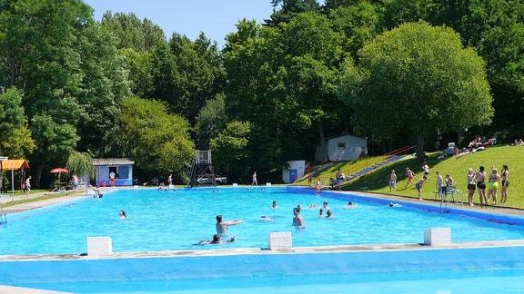 Freibad Römhild mit Schwimmecken