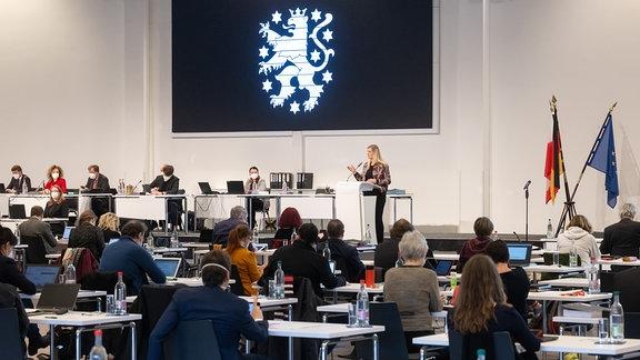 Madeleine Henfling (Bündnis90/Die Grünen) spricht bei der Landtagssitzung Thüringen.