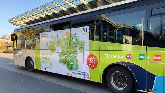 Netz des Verkehrsverbunds Mittelthüringen auf einem Bus