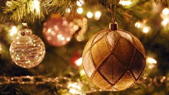 Kugeln am Weihnachtbaum.