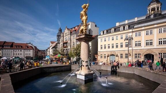 Marktplatz mit St.-Georgs-Brunnen und Stadtschloss von Eisenach