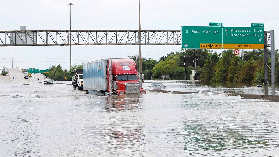 Tropensturm harvey setzt us metropole houston unter for Royal motors houston tx
