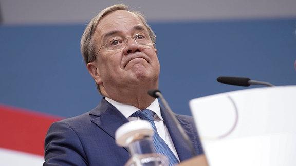 Armin Laschet Ministerpräsident von Nordrhein-Westfalen, Vorsitzender der CDU und Kanzlerkandidat bei seinem Statement in der CDU-Zentrale des Konrad-Adenauer-Haus in Berlin nach der ersten Hochrechnung