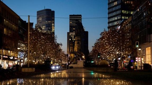 Weihnachtsbeleuchtungen auf der Tauentzienstrasse und am Kudamm in Berlin