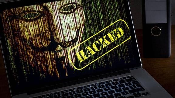 Illustration - Ein Computer mit Ransomware infiziert.
