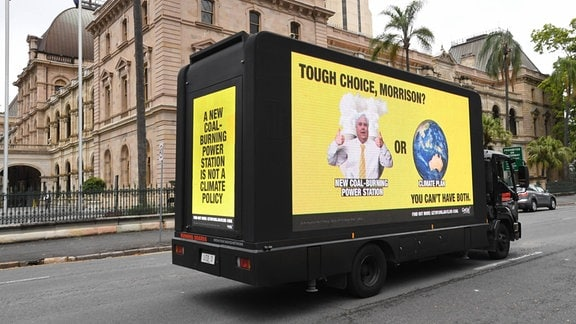 Werbung auf einem Bus.