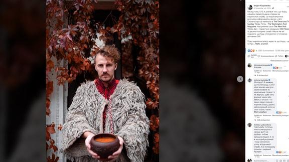 Der ukrainische Starkoch Ievgen Klopotenko mit Borschtsch
