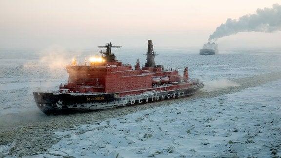 Ein Eisbrecher in der Karasee