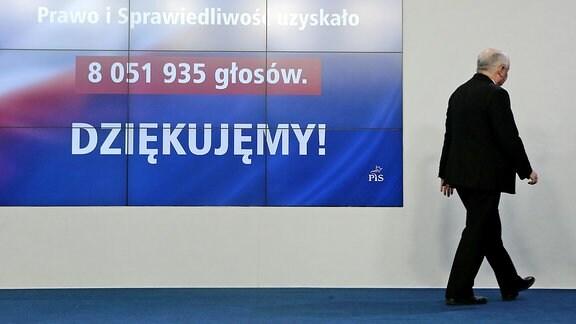 PiS-Parteichef Jaroslaw Kaczynski verlässt die Bühne