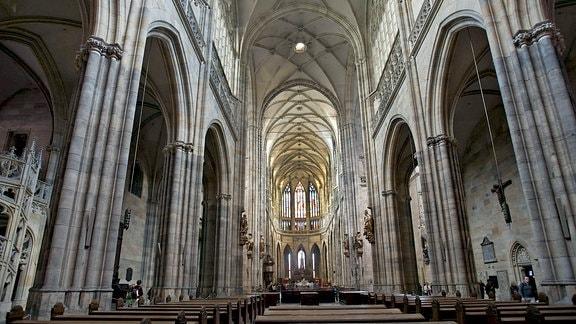 Blick in den Veitsdom in Prag