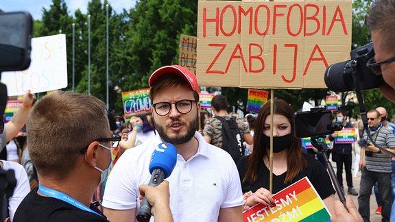 Der Aktivist Bartosz  Staszewski auf einer Demo im polnischen Lublin am 15.06.2020