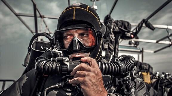 Taucher Tomasz Stachura bei der Ostsee-Expedition