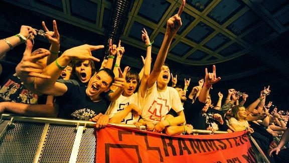 Fans der Band Rammstein in Moskau