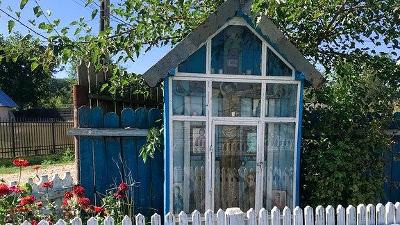 So genannte Troitza (Wegkreuz/Kapelle) im rumänischen Dorf Hadâmbu