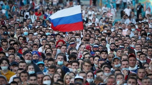 EM-Fanmeile in Sankt Petersburg am 21.06.2021. Spiel: Russland-Dänemark