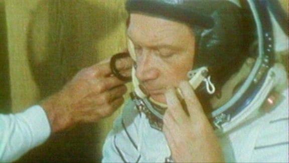Kosmonaut Sigmund Jähn im Raumanzug