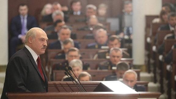 Lukaschenko spricht vor dem Parlament in Minsk