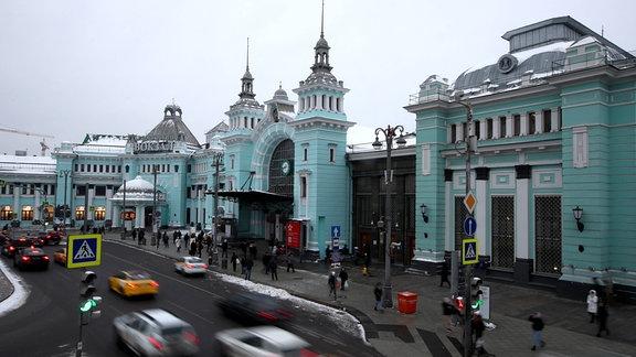 Ein Blick auf das Belorussky Bahnhofsgebäude.