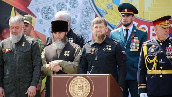 Die Anführer der Spiritual Administration of Muslims of Chechnya Salakh Mezhiyev, Chechnya Ramzan Kadyrov.