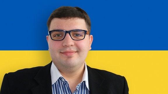 Mann vor Flagge