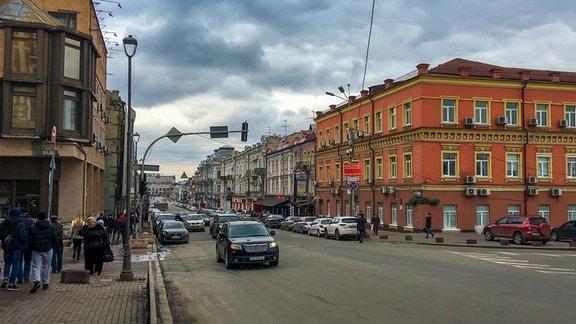 Eine Straße mit Häusern