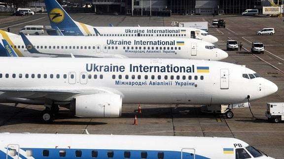 Flugzeuge der Ukraine International Airlines auf dem Flughafen Boryspil