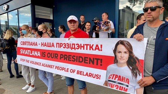 Demonstranten gegen die Polizeigewalt in Belarus in Vilnius