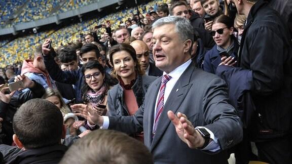 Ukrainischer Staatschef Petro Poroschenko im Fußballstadion in Kiew